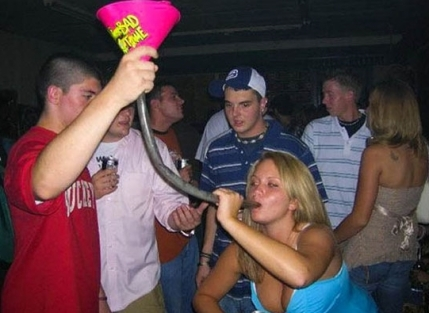 girl-beer-bongs-001-03072013